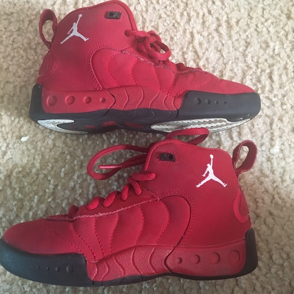 reputable site 00ba3 67664 Boys Jordan's size 11 (toddler/youth) red